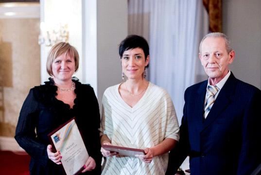 A díjat átadta: Dr. Bakonyi József, a Közbeszerzési Hatóság mb. főtitkára